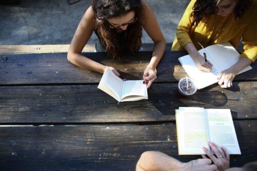 留学経験者はTOEICでどのくらいのスコアが取れるのか